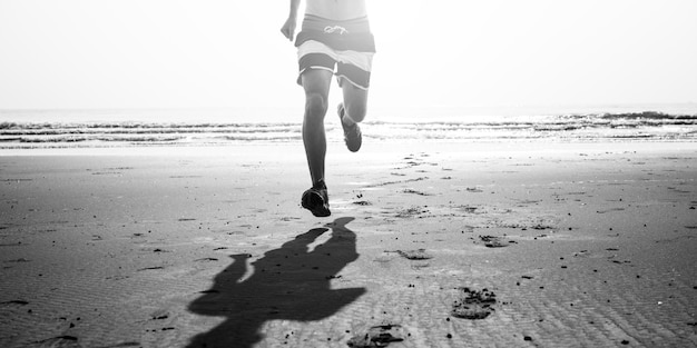 Działający ćwiczenie trenuje zdrowego styl życia plaży pojęcie