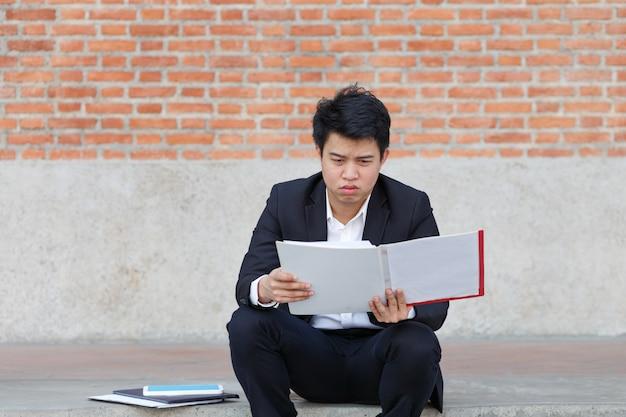 Działalności człowieka w niebezpieczeństwie utraty pracy