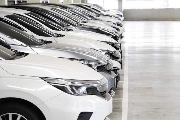 Działka city cars z rzędu w garażu. sprzedam nowy samochód.