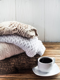Dzianinowy przytulny sweter składany