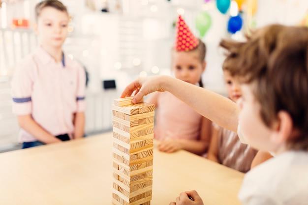 Dzieci na urodzinowej grze