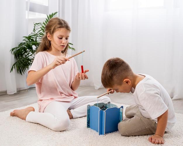 Dzieci niebinarne dobrze się bawią