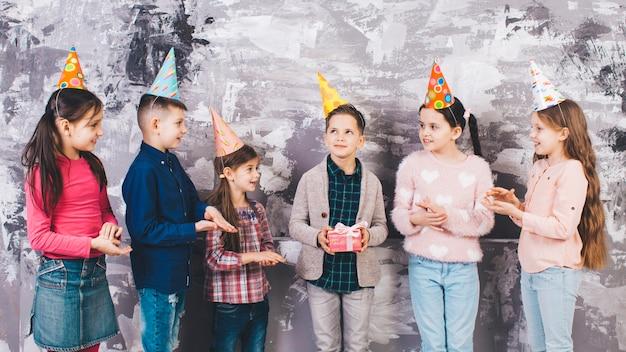 Dzieci obchodzą urodziny