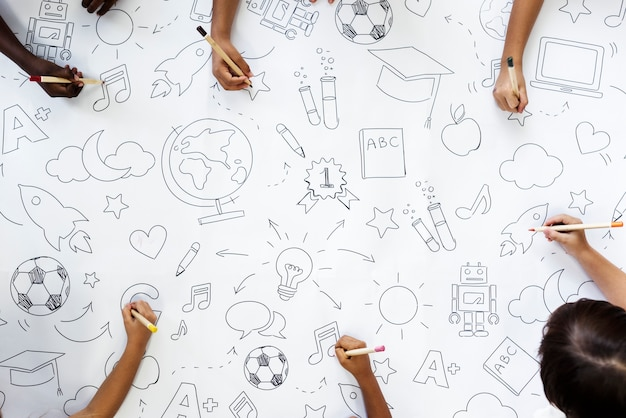 Dzieci rysowania symboli edukacji