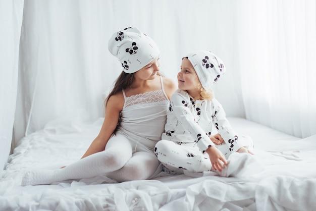 Dzieci w piżamie
