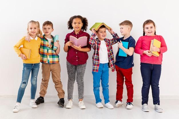 Dzieci z książkami
