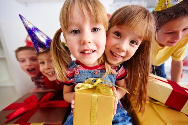 Dzieci z prezentów urodzinowych