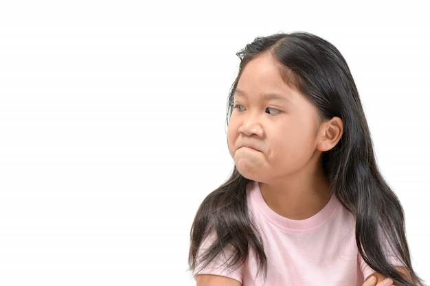 Dzieciak dziewczyny azjatyckiej twarzy wyrażenia pozazdroszczenie, zazdrosny odosobniony