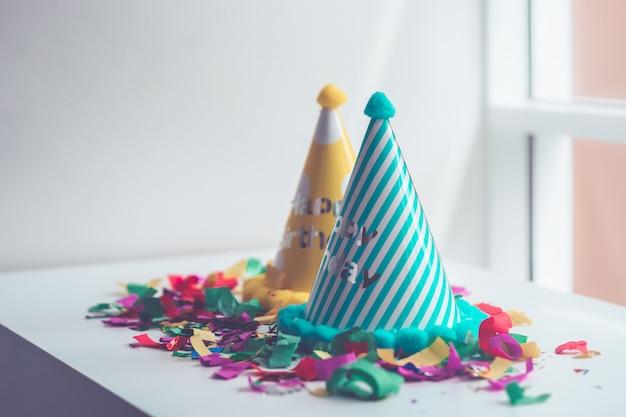 Dzieciak urodzinowe rzeczy ustawiają dla kopii przestrzeni