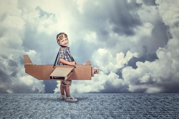 Dzieciak z samolotem