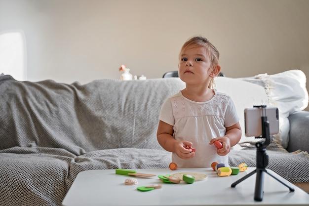 Dziecko dziewczynka streaming wideo online
