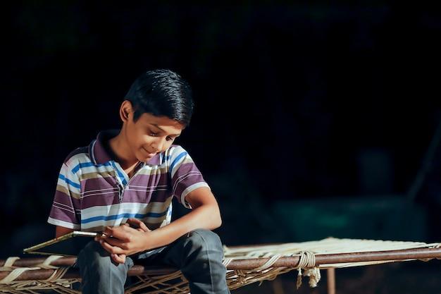 Dziecko indyjskie z łupków