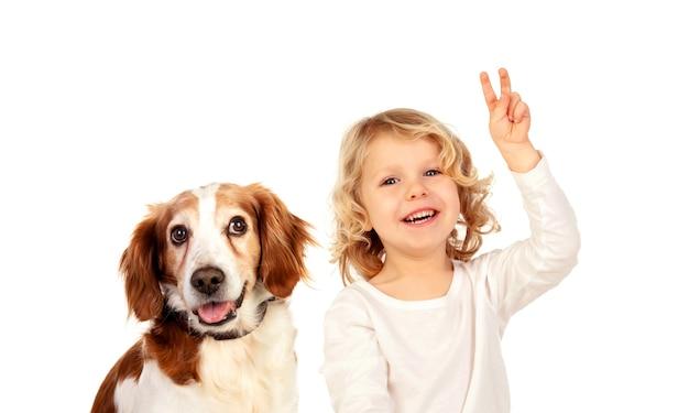 Dziecko sukcesu z przyjacielem na białym tle