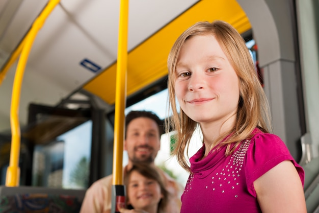 Dziecko w autobusie