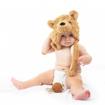 Dziecko w czapce niedźwiedzia
