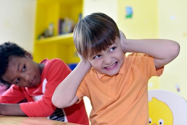 Dziecko zabawy nauki