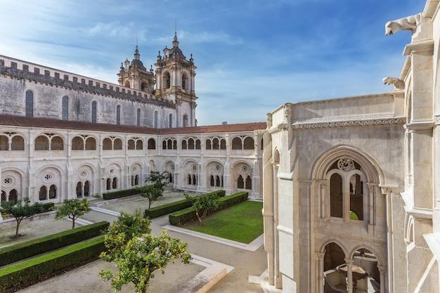 Dziedziniec katolickiej wieży klasztornej