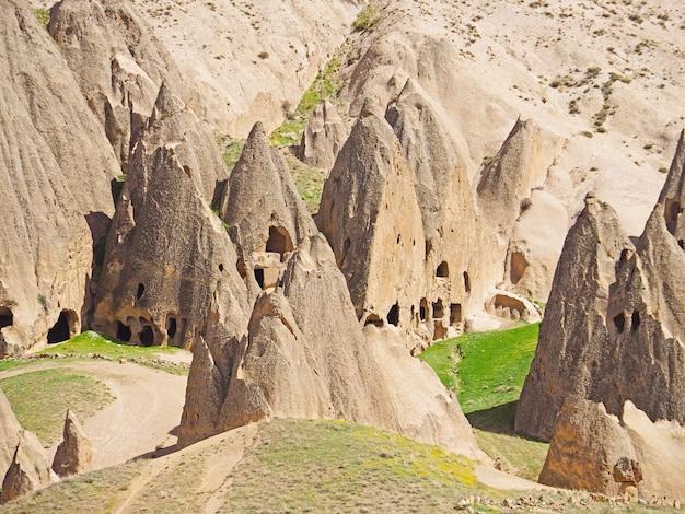Dziejowa formacja skalna formaci monasteru architektura w selime, kapadocja, turcja.