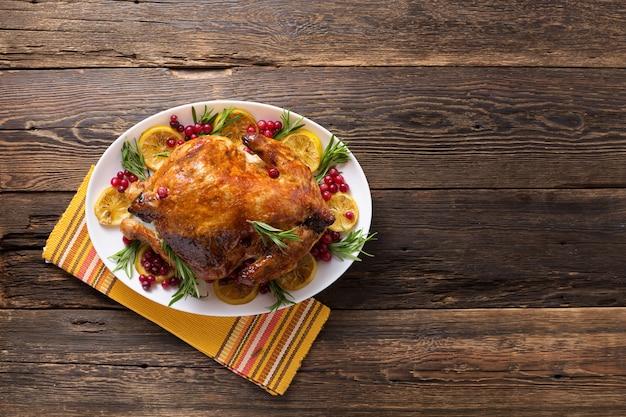 Dziękczynienia kurczaka na drewnianym stole uroczysta kolacja