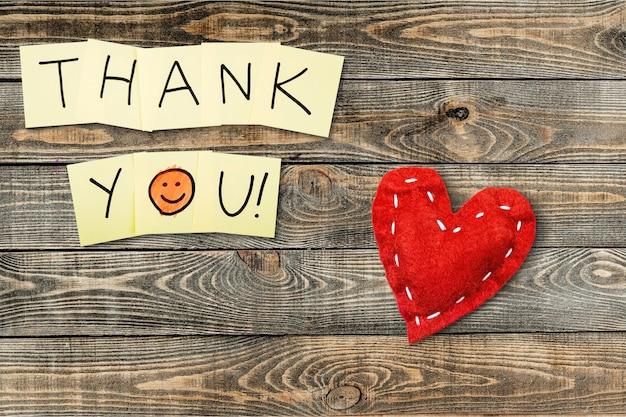 Dziękuję wiadomość z sercem na tle