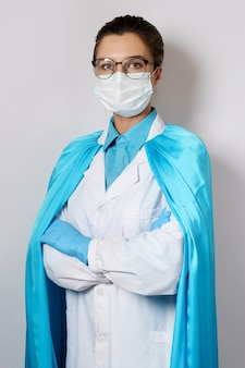 Dzielna lekarka superbohaterka pomoże nam w walce z pandemią wirusa virus