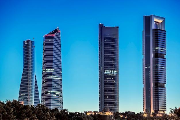 Dzielnica biznesowa four towers w madrycie