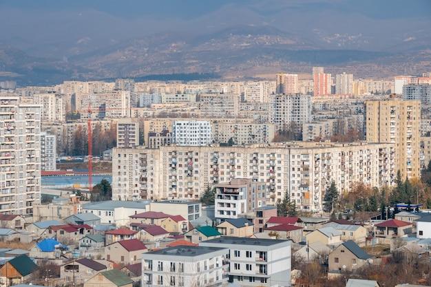 Dzielnica mieszkaniowa gldani lub muhiani w mieście tbilisi. gruzja.
