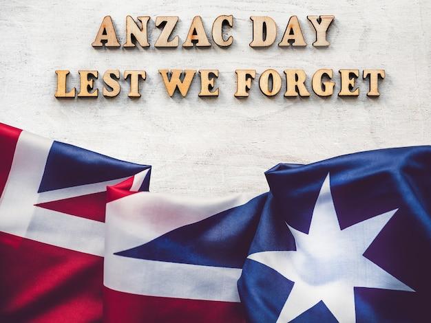 Dzień anzac. abyśmy nie zapomnieli. piękne kartki z życzeniami. zbliżenie, widok z góry. koncepcja święta narodowego. gratulacje dla rodziny, krewnych, przyjaciół i współpracowników