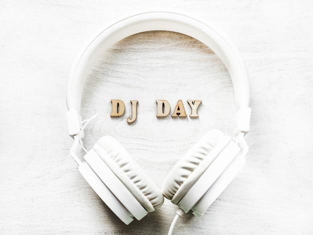 Dzień dj ze słuchawkami
