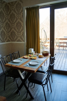 Dzień dobry w hotelu. śniadania z różnych dań do wyboru.