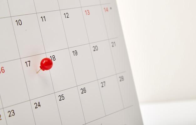 Dzień podatkowy czerwony pinezkę