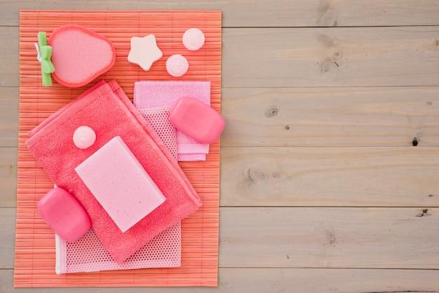 Dziewczęce różowe produkty do higieny osobistej