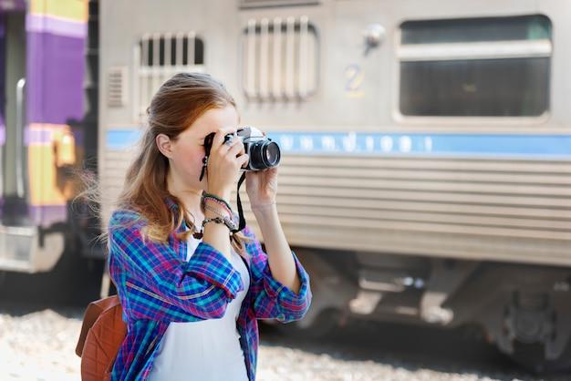 Dziewczyn fotografii podróżnej wycieczki zwiedzający pojęcie