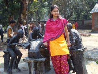Dziewczyna i rzeźby