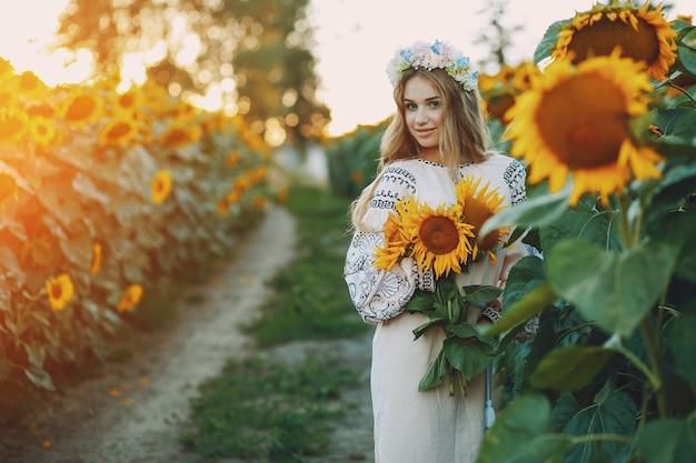 Dziewczyna i słoneczniki