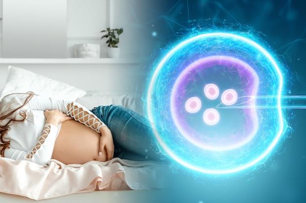 Dziewczyna i sztuczne zapłodnienie jaja. chirurgiczne umieszczenie plemnika w komórce jajowej. ciąża, leczenie niepłodności, macierzyństwo, spermogram.