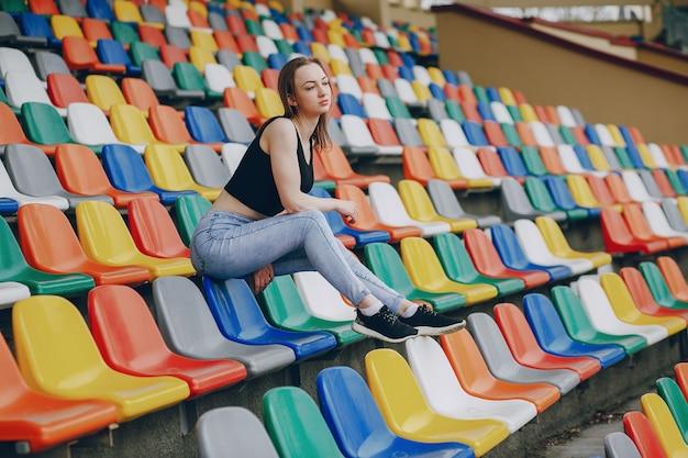 Dziewczyna na stadionie