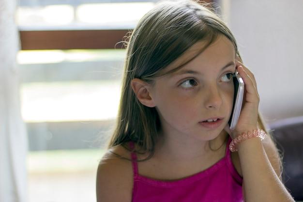 Dziewczyna na telefonie