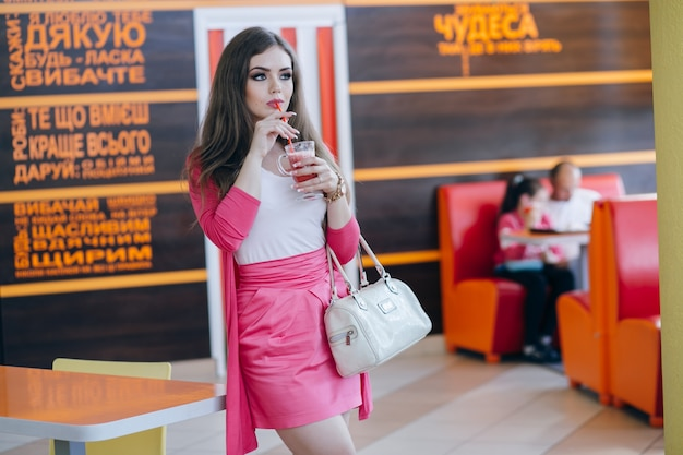 Dziewczyna o stand soda