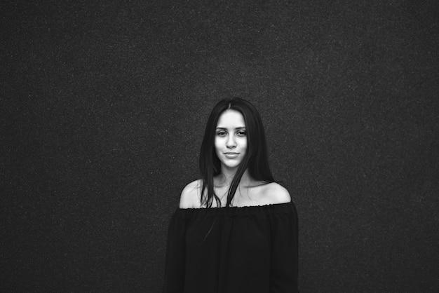 Dziewczyna portret czarny i biały