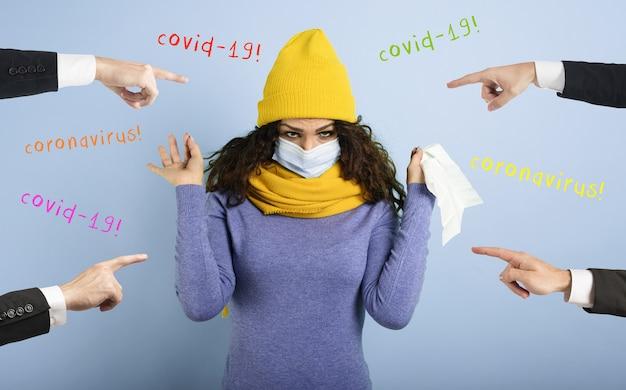 Dziewczyna przeziębiła się i ludzie myślą, że to wirus covid-19.