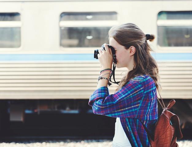 Dziewczyna przygoda hangout podróże wakacje fotografia koncepcja