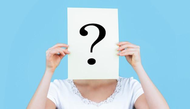 Dziewczyna pytanie anonimowy znak zapytania incognita
