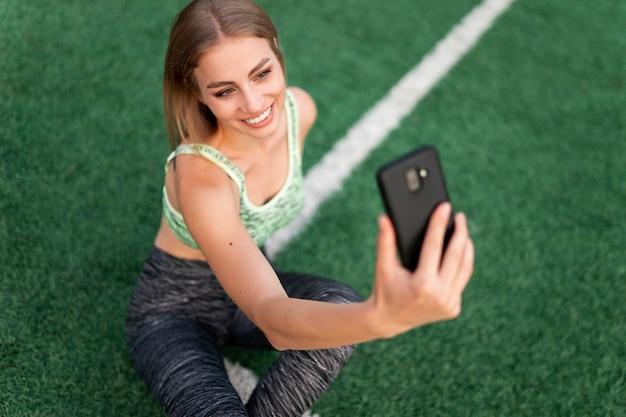 Dziewczyna Robi Selfie Premium Zdjęcia