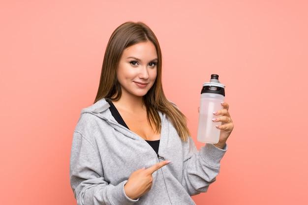 Dziewczyna sport nastolatek z butelką wody