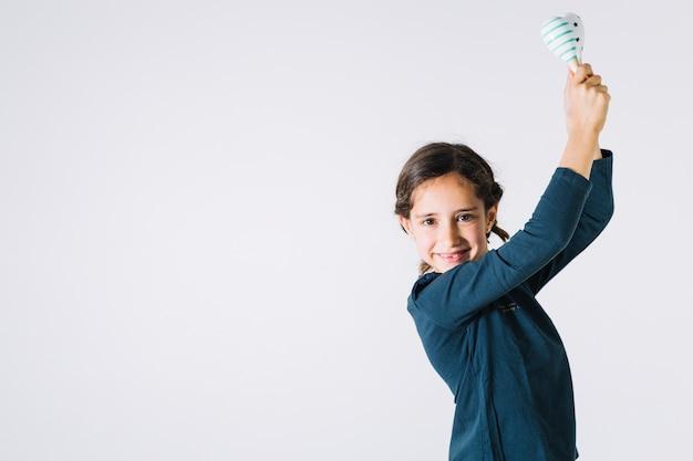 Dziewczyna taniec z shakers