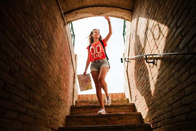 Dziewczyna turysta na plaza del toros, arenie walki byków