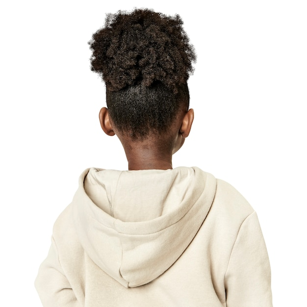 Dziewczyna w beżowej bluzie z kapturem, widok z tyłu
