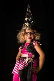 Dziewczyna w czarownicy kostium na halloween