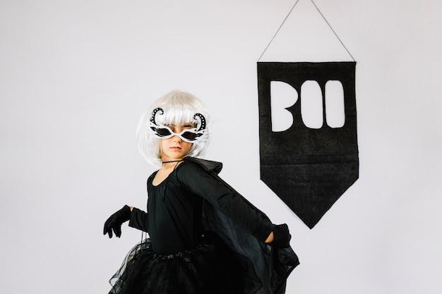 Dziewczyna w kostium halloween